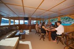Phuket luxury private boat charters & what to expect