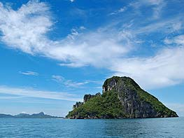 desination yacht charter to phi phi epic charters